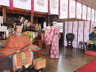 六孫王神社拝殿内, 1003.jpg