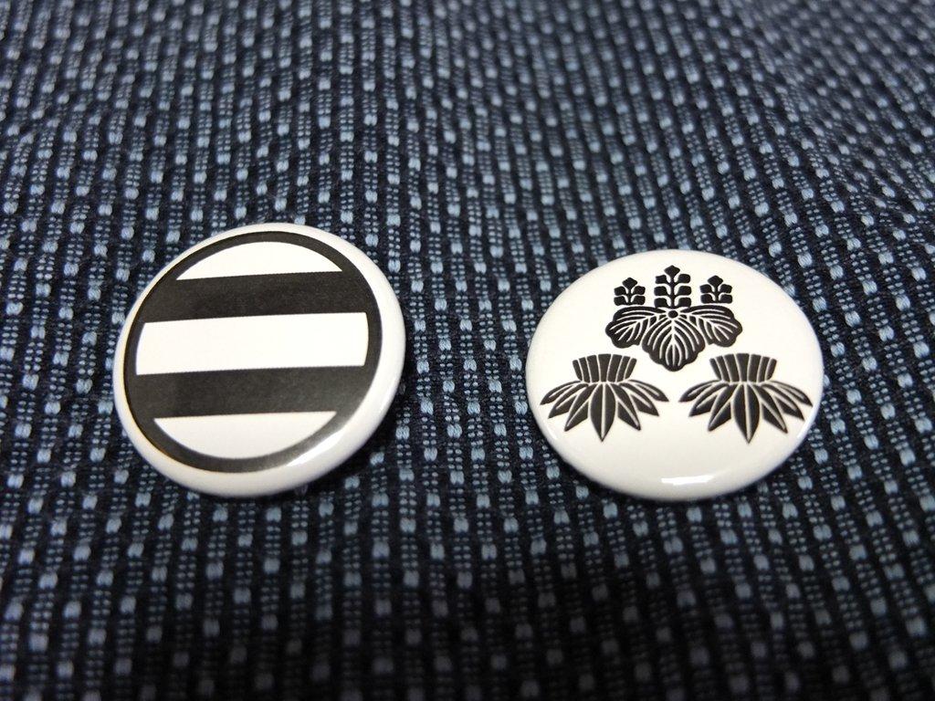 山名家紋バッチ